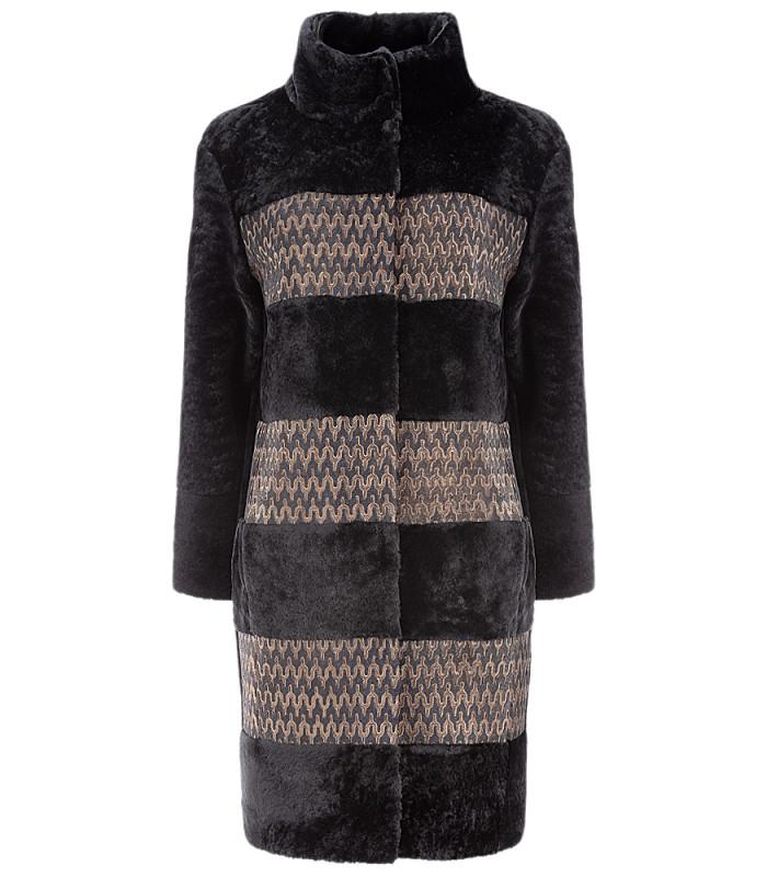 Утепленное пальто из овчины с отделкой натуральной кожей