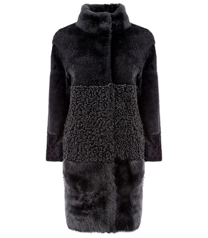 Утепленное пальто из овчины с отделкой тосканой и натуральной кожей