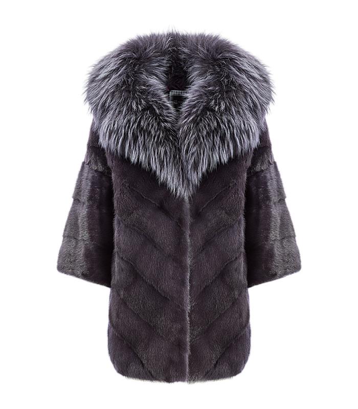 Пальто из меха норки с отделкой мехом енота
