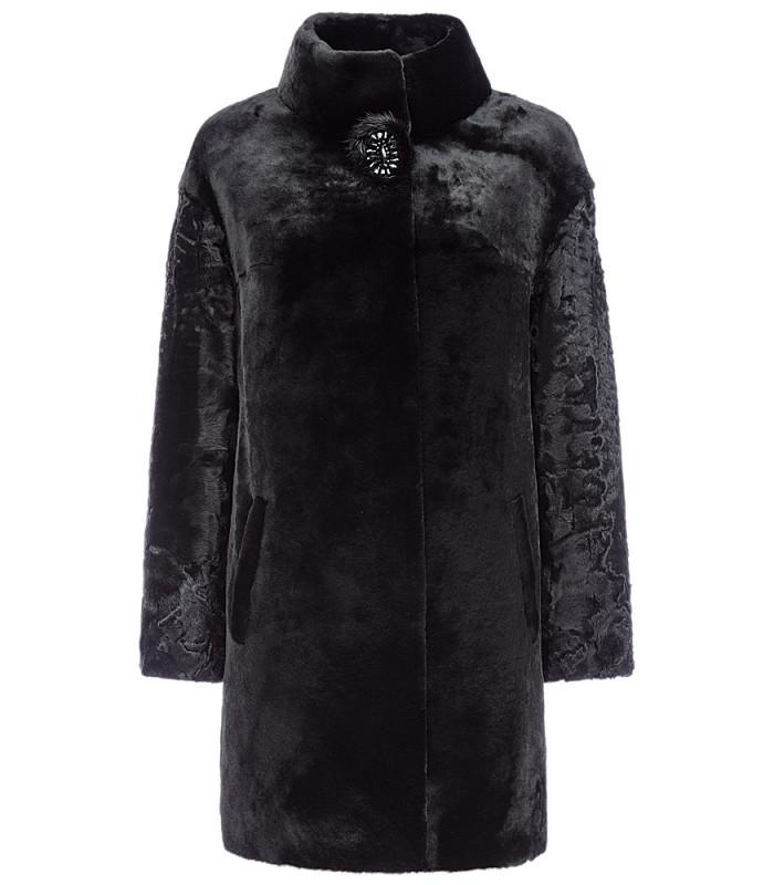 Пальто из овчины с отделкой каракулем